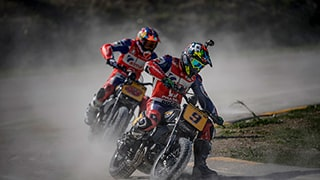 alex-farinelli-sony-alpha-9-motorcyclists-on-dirt-track-approach-a-bend