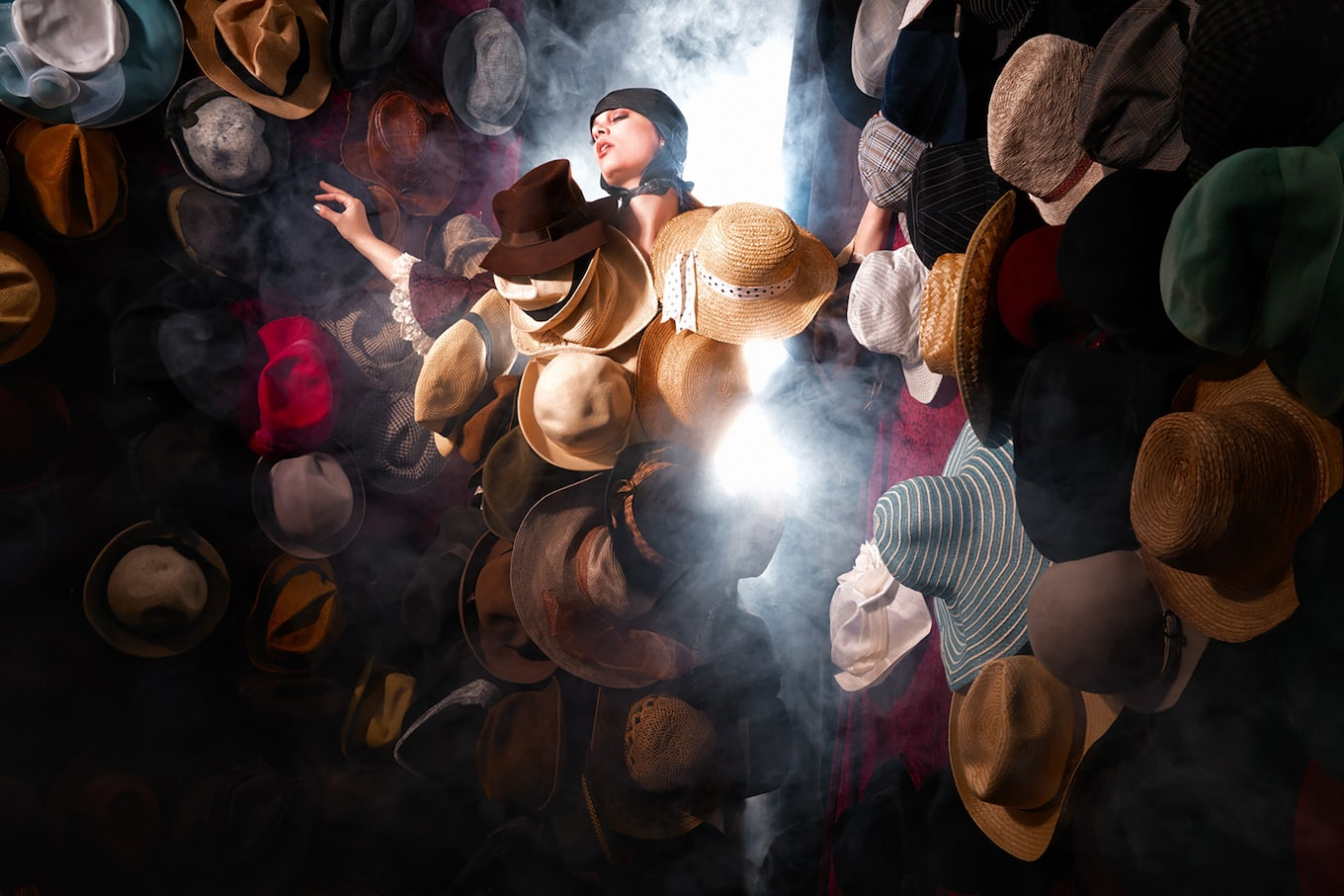 Frank-Doorhof-sony-alpha-7RII-model-surrounded-by-hats-and-smoke