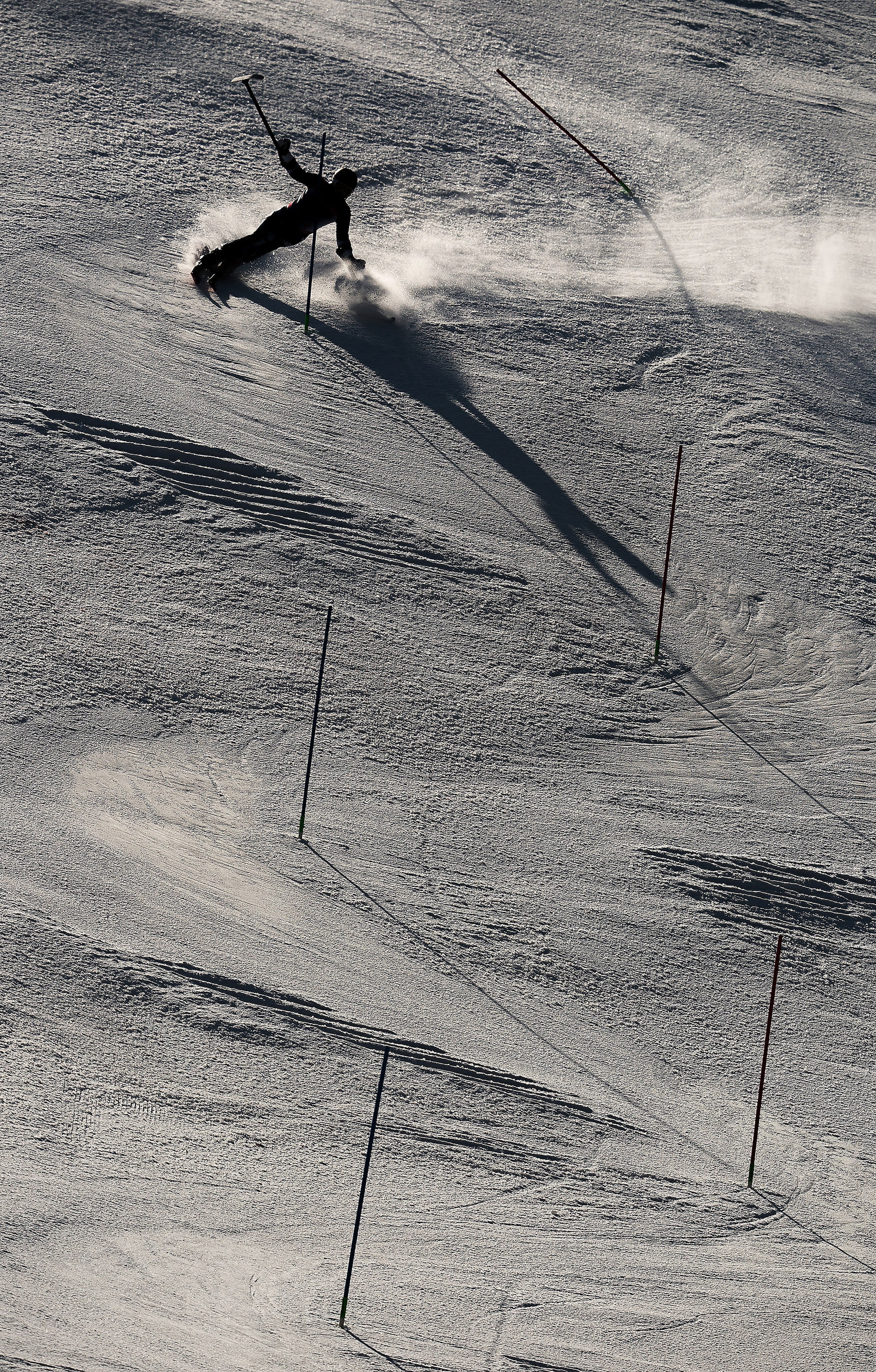 Bob-Martin-sony-alpha-9-skier-silhouetted-against-the-snow-attempts-a-fast-slalom