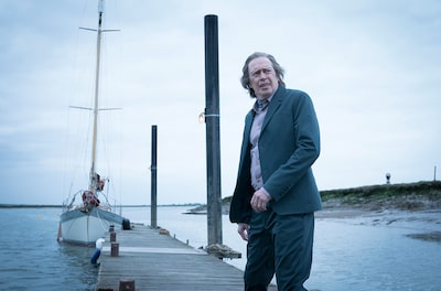 chris-raphael-sony-alpha-6300-steve-buscemi-standing-on-jetty-with-yacht-in-background